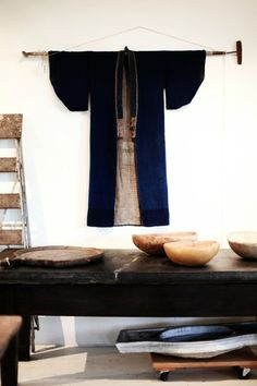 Awesome I'll probably have to do this someday in my forever-home: vintage kimono displayed! The post I'll probably have to do this someday in my forever-home: vintage kimono display… appeared first on Decor Designs . Japanese Interior Design, Asian Interior, Japanese Design, Home Interior Design, Interior Colors, Interior Ideas, Wabi Sabi, Japanese Wall, Japanese House