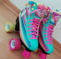 Hate the pink but love the rest! Roller Derby, Roller Disco, Roller Skating, Cute Shoes, Me Too Shoes, Roller Skate Shoes, Rollers, Le Tennis, Quad
