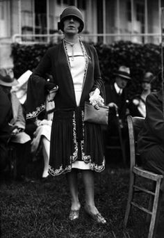 Free Hanging Dress, 1926 by Seeberger Freres on Getty Images - 50 Fabulous Images of Women's street style from the Colorful Fashion, Trendy Fashion, Vintage Fashion, Fashion Outfits, Womens Fashion, Fashion Bags, Fashion 1920s, Affordable Fashion, Edwardian Fashion