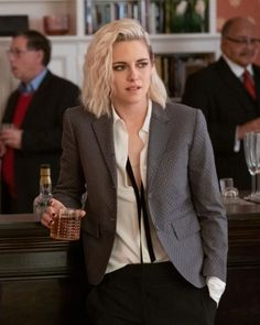 Kristen Stewart Hair, Kristen Stewart Fashion, Bubbline, Bleach Blonde, Woman Crush, Celebrity Crush, Suits For Women, Girl Crushes, Pretty People