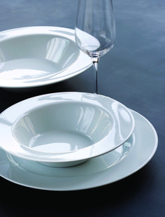 This lovely deep plate Amfio is designed with inspiration from the classic amphitheater, where the scene is surrounded by viewing places. Danish Design, Wine Glass, Plates, Tableware, Kitchen, Live, Licence Plates, Dishes, Dinnerware