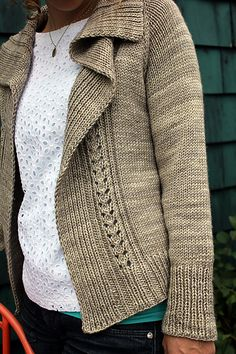 A cozy cardigan that's easy to customize as you like.