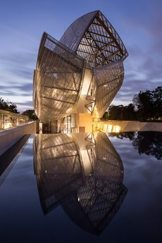 La Fondation Louis Vuitton by Frank Gehry Photography by Thibaud Poirier
