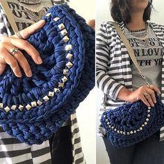 Uowwwww bolsa azul com taxinhas e alça de ombro. Tirando a alça vira até um clutch. #benditachica #benditachicaatelie #viverbemporai #sustentavelcomestilo #lindaassim #bolsas #bolsademao #bolsadeombro #estilo