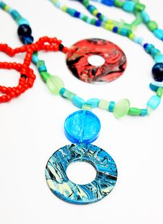 DIY Marbleized Washer Necklace Tutorial from Alisa Burke.I think this may be one of my favorite hardware washer DIYs yet. All you need are washers from the hardware store and nail polish. For one of the best archives of DIY hardware store jewelry go. Old Nail Polish, Nail Polish Jewelry, Nail Polish Crafts, Washer Necklace Nail Polish, Nail Art, Washer Necklace Tutorial, Washer Bracelet, Diy Necklace, Nut Bracelet