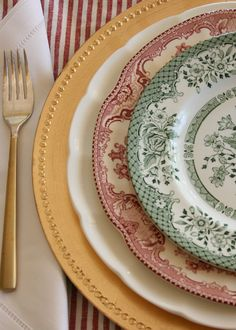 Christmas tablecape set with   vintage red and green transferware plates. They serve as inspiration for the upcoming Christmas celebrations.