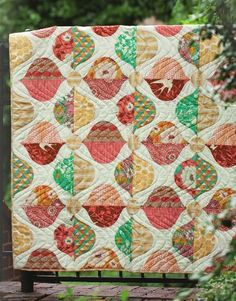 Bungalow Quilt Kit - The quilting is perfect for this quilt. There's a lot of movement.