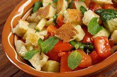 Rustikaler Brot-Salat mit Joghurt-Goji-Dressing #salat #brot #nu3
