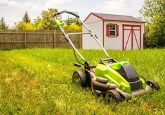 The Best Self Propelled Lawn Mower 2020 will make your yard work more comfortable than ever. No matter what you are seeking, you will find the right fit here! Ryobi Lawn Mower, Cordless Lawn Mower, Battery Powered Lawn Mower, Lawn Care Business Cards, Self Propelled Mower, Best Lawn Mower, Things To Know, 5 Things, Yard Maintenance