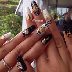 Versace nails Glamsusie - Gucci Nails - Ideas of Gucci Nails - Versace nails Glamsusie Black Acrylic Nails, Simple Acrylic Nails, Best Acrylic Nails, Acrylic Nail Designs, Latest Nail Art, Trendy Nail Art, Stylish Nails, Nail Art Hacks, Nail Art Diy
