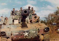 M-109 self-propelled howitzer, Khe Sanh, 1971.