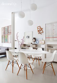 Maybe no rug? Clean modern dining room with Eero Saarinen table and Charles and Ray Eames molded chairs in the apartment in the center of old Madrid, designed by Mesa Saarinen, Saarinen Table, Side Chairs, Dining Chairs, Eames Chairs, Dining Rooms, Eames Dining, Room Chairs, Dining Area