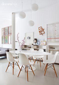 Cómo casan de bien las sillas Tulip de Saarinen con las sillas de los Eames. tal para cual!