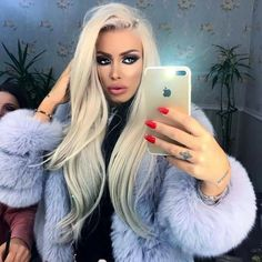 evy make up my fur Chinchilla, Romanian Girls, Killer Legs, Fur Clothing, Milano Fashion Week, Fur Fashion, Ootd Fashion, White Fur, Glamour