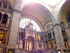 Antwerpen mit dem wohl schönsten Bahnhofsgebäude der Welt