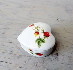 Vintage OMC Otagiri Strawberry Trinket Box - Porcelain Heart Shaped Jewelry Box by Suite22 on Etsy