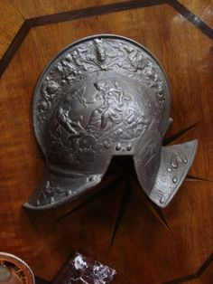 Eisenguß Helm Historismus Relief antike Szene Allegorie Renaissance Eisen