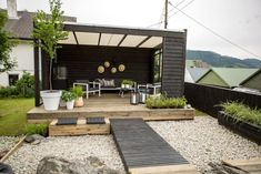 It's unbelievable! Go to these Top 10 tips all relating to Patio Wall, Diy Patio, Garden Deco, Garden Shop, Roof Styles, Outdoor Living, Outdoor Decor, Outdoor Spaces, House Front