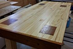 A Solid and Cheap Workbench: 10 Steps (with Pictures) Woodworking Bench For Sale, Jet Woodworking Tools, Woodworking Workbench, Woodworking Videos, Custom Woodworking, Woodworking Projects Plans, Building A Workbench, Workbench Plans, Workbench Top