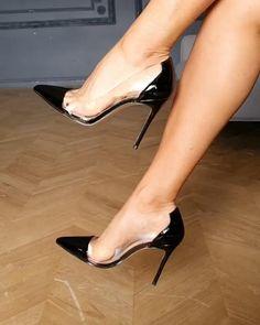 Sexy Shoeplay unter dem Schreibtisch