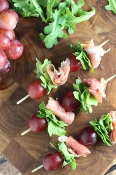 Grape and Prosciutto Skewers Appetizer Recipe - Appetizers Prosciutto Appetizer, Skewer Appetizers, Fall Appetizers, Italian Appetizers, Appetisers, Appetizer Recipes, Prosciutto Recipes, Cooking Recipes, Healthy Recipes