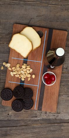 Not everyone would think to pour diet cherry soda over Oreo cookies to hack a dessert.  It's a good thing for everyone that starrykitchen did. Click to see the recipe for this Oreo Snack Hack on our Tumblr.