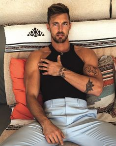 📸: @christianhogues⠀ #hairofinstagram #hairstyle #muscle #hairstylist Short Male Models, Taylor Miller, Christian Hogue, Bodysuit And Jeans, Abs Boys, Man About Town, Matches Fashion, Best Model, Beautiful Men