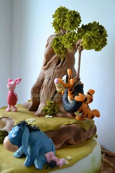 This Winnie the Pooh Cake features Tigger, Piglet, Eeyore, and Winnie the Pooh. Winnie The Pooh Cake, Winne The Pooh, Winnie The Pooh Birthday, Winnie The Pooh Friends, Baby Birthday, Birthday Cakes, Fancy Cakes, Cute Cakes, Friends Cake