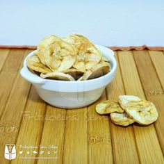 Apple Cinnamon Crisps Ingredients: 2 apples, deseeded and thinly ml lime juice½ tsp cinnamon powder Method: Soak the apple slices in lime Sprinkle the cinnamon powder on the apple Preheat the Philips Air Fryer at 120 degree Air Fryer Deals, Healthy Fries, Multi Cooker Recipes, Electric Air Fryer, Air Frier Recipes, Snack Recipes, Cooking Recipes, Banana Chips, Air Frying