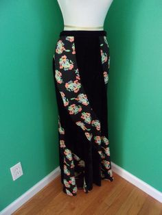 Urban Outfitters Vintage Black Crushed Velvet Flowers Mermaid Maxi Skirt Sz 6 #UrbanOutfitters #Maxi