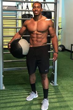 Gorgeous Black Men, Just Beautiful Men, Beautiful Men Faces, Handsome Black Men, Black Muscle Men, Muscle Man, Hommes Sexy, Cute Black Boys, Gym Shorts