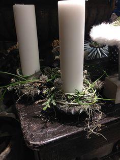 Bang & Thy │ Eksklusiv blomsterkunst i hjetet af Århus ⚶ Christmas Advent Wreath, Christmas Decorations, Table Decorations, Flower Shops, Scandinavian Christmas, All Things Christmas, Pillar Candles, Festive, Waiting