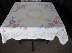 """VINTAGE TABLECLOTH-HAND EMBROIDERED-IRISH LINEN-FLORAL DESIGN-40"""" sq."""