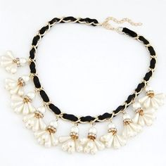 Pearl Beads Flowers Pendant Flannelette and Metallic Chain Fashion Necklace - Black