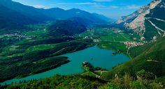 Percorsi in una terra magica, quella del Trentino, che sorprende per paesaggi mozzafiato,  itinerari turistici e eccellenze enogastronomiche.