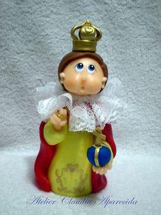 Menino Jesus de Praga modelado em biscuit com características infantis. Elo7 - Atelier Claudia Aparecida
