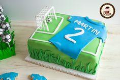 Torta di compleanno tema calcio. #football #cake