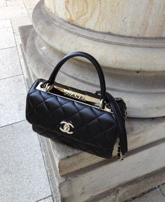 There are lots of luxury and well designed Chanel bags in the stores this season. I mean, who doesn't like a Chanel bag? I know that, all of us like and. Vintage Handbags, Black Handbags, Purses And Handbags, Clutch Handbags, Cheap Handbags, Spring Handbags, Fabric Handbags, Luxury Bags, Luxury Handbags