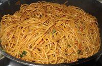 Surinaams eten!: Surinaamse bami van spaghetti Spicy Recipes, Asian Recipes, Healthy Recipes, Ethnic Recipes, Healthy Food, Suriname Food, Island Food, Exotic Food, International Recipes