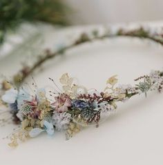 A weightless dried flower crown, a soft colour palette and delicate details from Boho wedding flower crown. A weightless dried flower crown, a soft colour palette and delicate details from Boho wedding flower crown. Boho Wedding Flowers, Boho Wedding Hair, Flower Crown Wedding, Bridesmaid Flowers, Flowers In Hair, Crown Flower, Flower Crowns, Wedding Boquette, Wedding Crowns