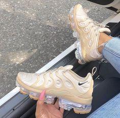 """Tink❤️ on Twitter: """"Nike going crazy 🤤💯… """" Closet De Sapatos, Sapatos E Meias, Tênis Nike, Sapatos Fashion, Tênis Feminino, Sapatos Femininos, Sapatilhas, Saltos, Bege, Estiletes, Bombas, Sneaker Boots, Saltos De Sapatos, Botas E Sapatos, Moda Sneakers, Sapatos Confortáveis, Tipos De Sapatos, Treinadores Da Nike, Apartamentos Bonitos, Moda Desportiva"""
