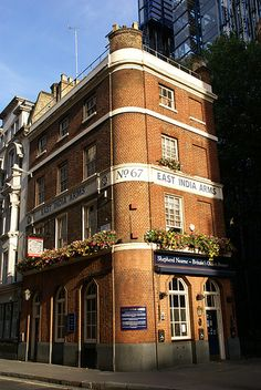 The East India Arms is surprisingly empty for a sunny day, that's Sunday in the City for you! Copyright Paul Andrews and Caroline Schmutz, Junagarh Media. Pub Food, London Pubs, Store Fronts, My Happy Place, London England, Sunny Days, India, Mansions, Street