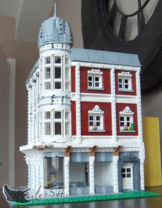 I'm happy to show you my work on my latest modular building moc, which is my first corner house too ! It was a long time since I didn't show you my work, th...