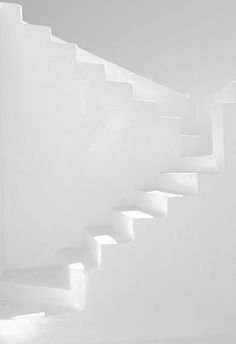 white on white stairs All White, White Art, Pure White, White Light, White Stairs, Whatsapp Wallpaper, Stairs Architecture, Colour Architecture, Aesthetic Colors