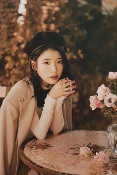 Приветствия сезона IU 2019  #IU #Приветствия #сезона Korean Actresses, Korean Actors, Actors & Actresses, Korean Star, Korean Girl, Iu Twitter, Warner Music, Iu Fashion, Kdrama Actors