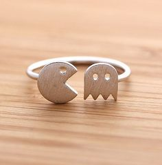 Pac-Man ring for the proper and authentic retro geek. ;P #geek