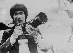 Bruce Lee with a camera Martial Arts Movies, Martial Artists, Por Tras Das Cameras, Bruce Lee Photos, Ip Man, Brandon Lee, Enter The Dragon, My Destiny, Rare Pictures