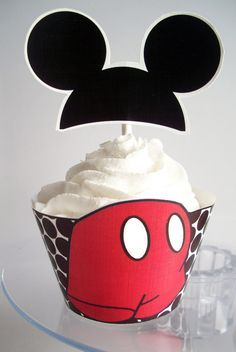 So Nice Mickey and Minnie in Red Free Printable Cupcake Wrappers and Toppers.
