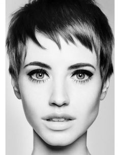 Pixie cut and eyeliner. I wish I could pull off a pixie. Bridal Hair Tips, Short Bridal Hair, Retro Hairstyles, Pixie Hairstyles, Hairstyles 2016, Fringe Hairstyles, European Hairstyles, Wedding Hairstyles, Layered Hairstyles