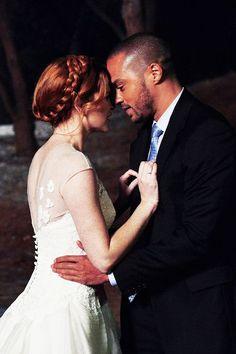 Jackson & April Jesse Williams and Sara Drew. Sie ist Christin und galubt nicht an Gott. Japril ist bei der Hochzeit von April mit jemandem anderen durchgebrannt. April ist Notfallchirurgin und Jackson Plastischer Chirurg.